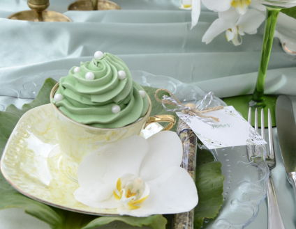 cupcake-in-a-cup-greenery-wedding-candy-decoration-orchids-vintage-porcelaine_424x329